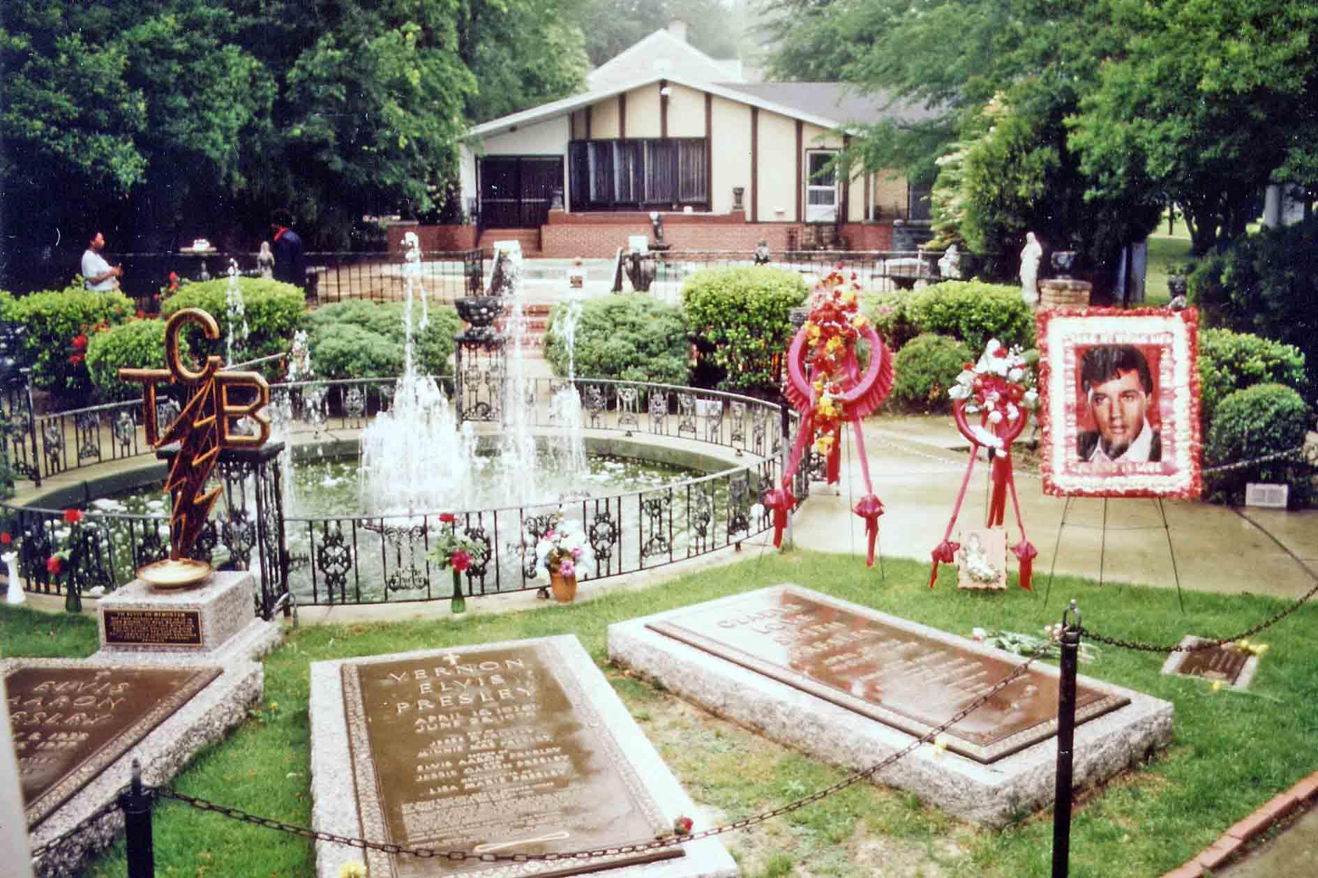 Graceland, Memphys - Elvis Presley grave