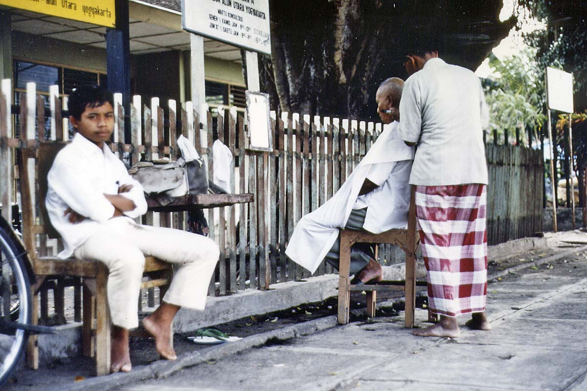 Barber in Indonesia