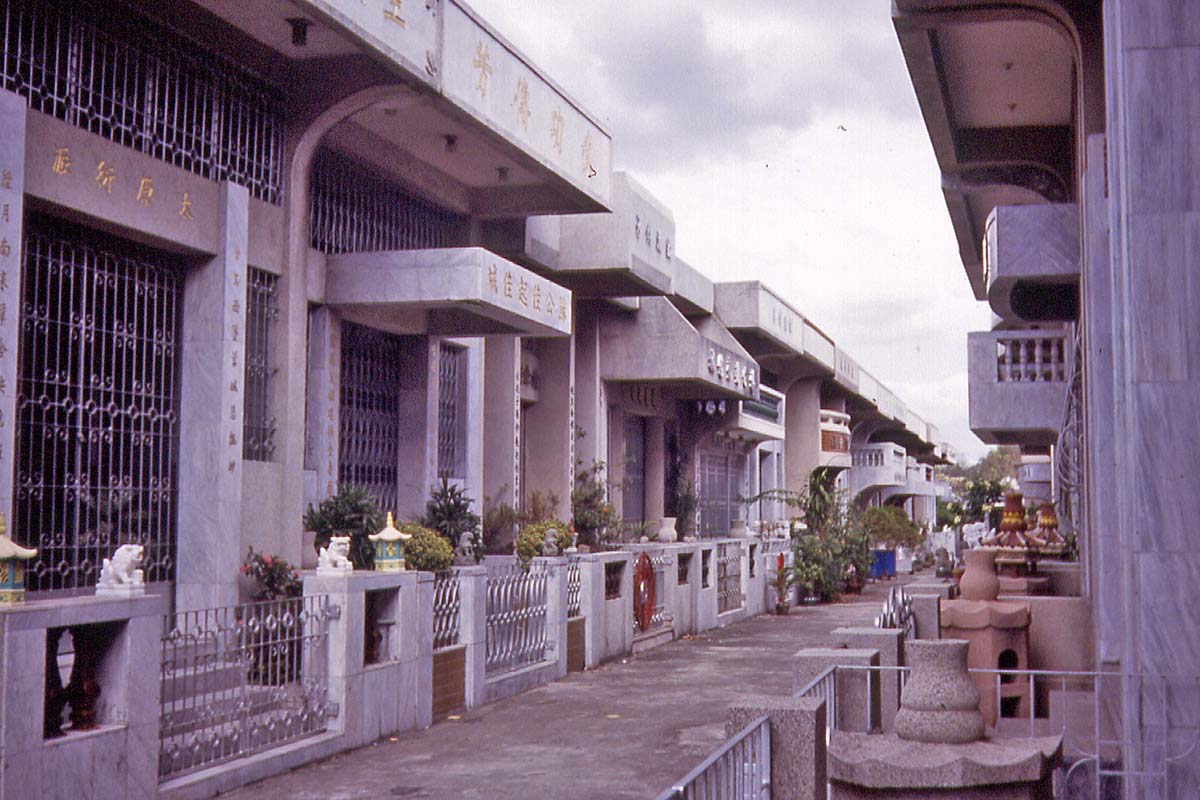 chinese cimetery in manila