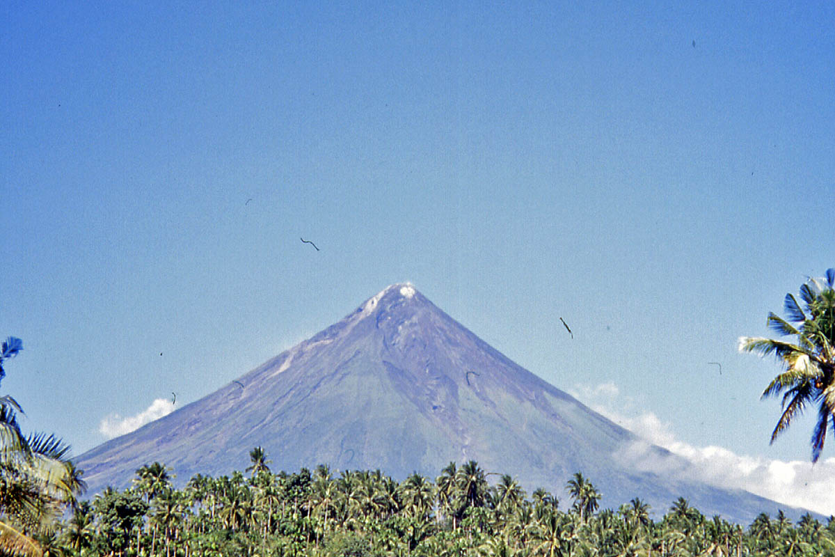 volcano mayon on philippines