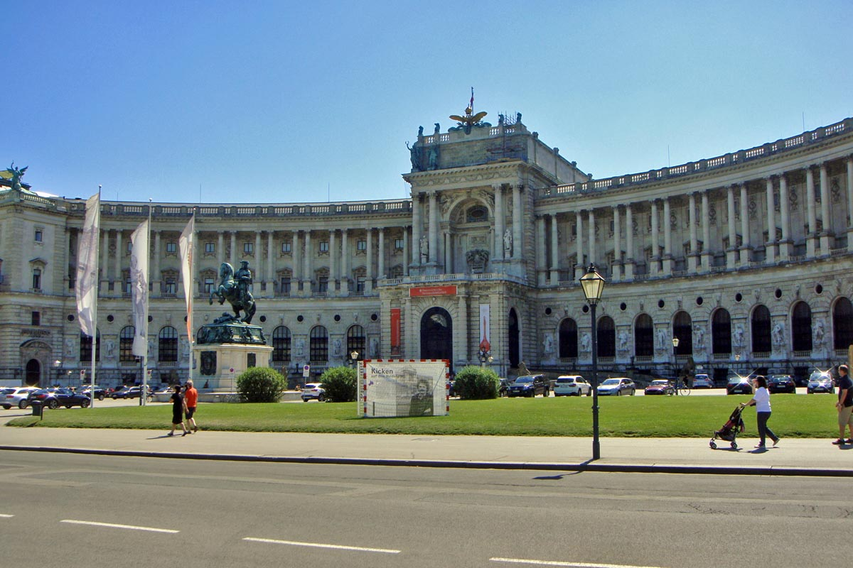 Vienna hofburg and heldenplatz