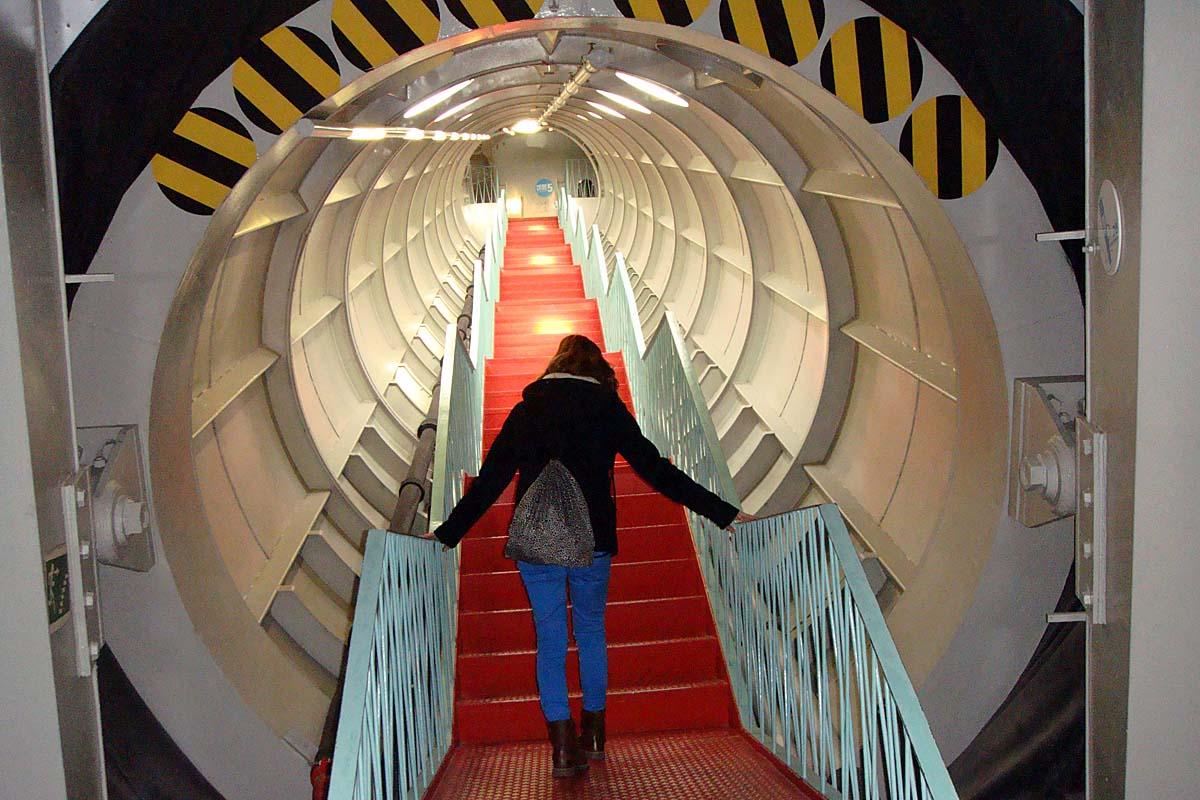 bruessel atomium stairsway
