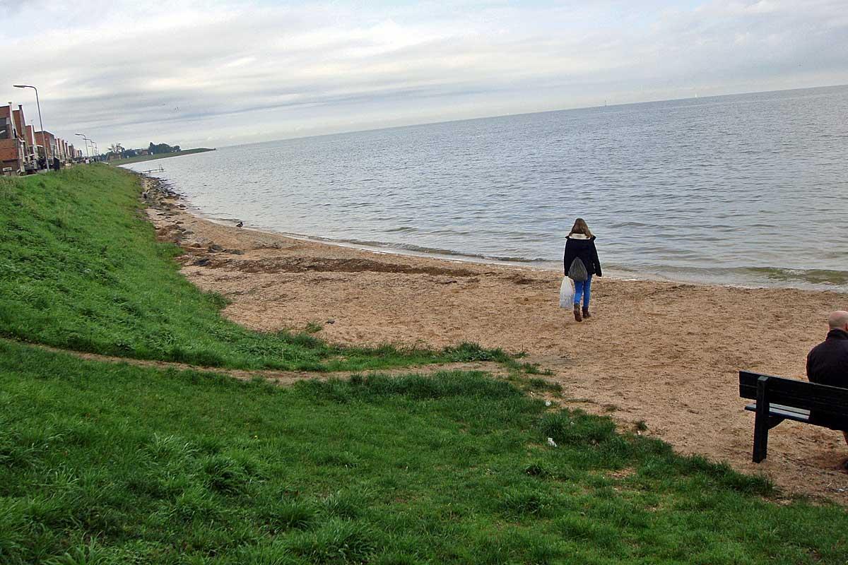 volendam beach