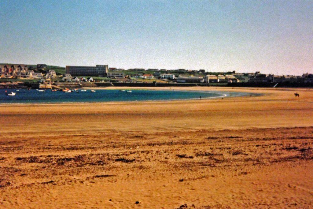 ireland town beach