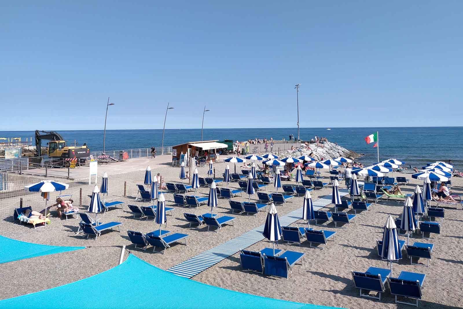 Dieses Bild hat ein leeres Alt-Attribut. Der Dateiname ist 038-Italien-2021-Varazze-promenade-beach-1600x1067.jpg