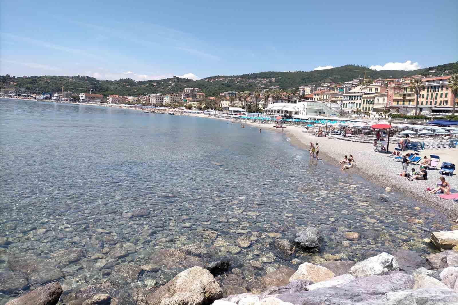 Dieses Bild hat ein leeres Alt-Attribut. Der Dateiname ist 039-Italien-2021-Varazze-promenade-beach-1600x1067.jpg