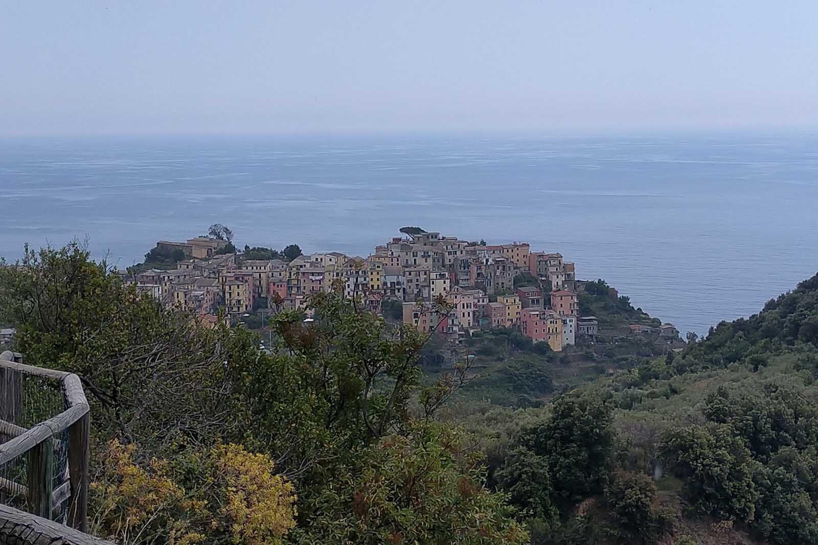 Dieses Bild hat ein leeres Alt-Attribut. Der Dateiname ist 046-Italien-2021-La-Spezia_Corniglia-cinque-terre-1600x1067.jpg