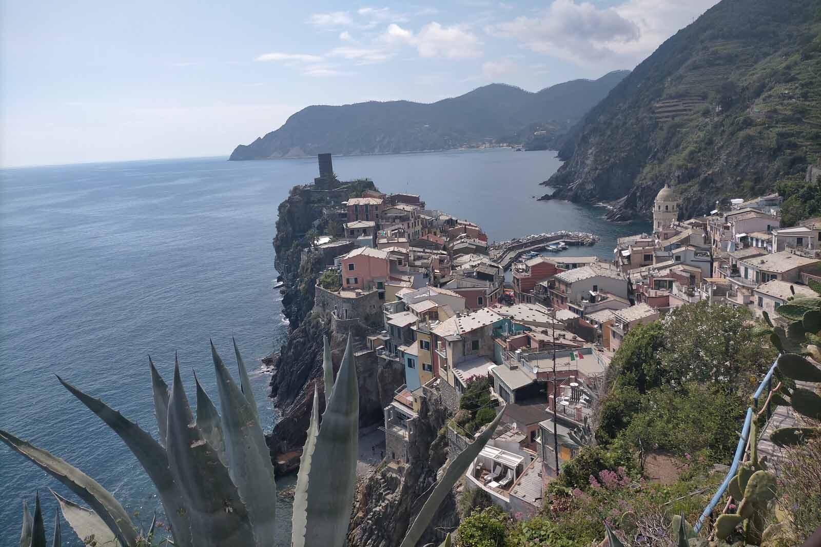 Dieses Bild hat ein leeres Alt-Attribut. Der Dateiname ist 047-Italien-2021-La-Spezia_Vernazza-cinque-terre-1600x1067.jpg