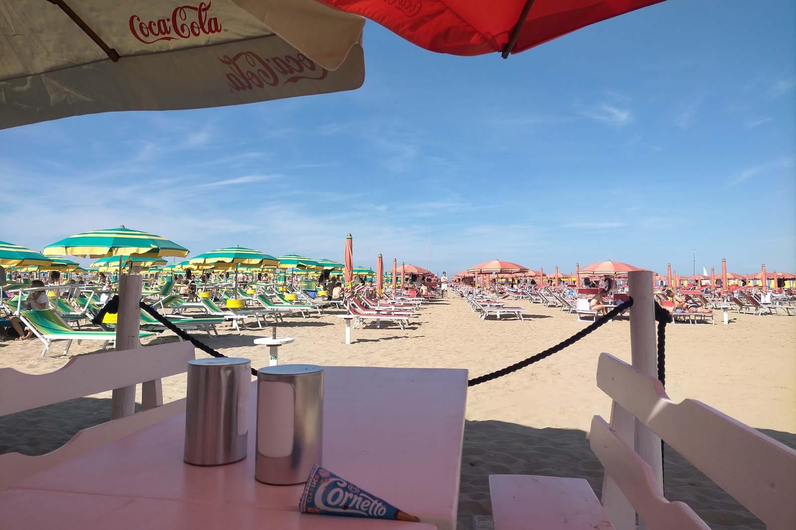 Dieses Bild hat ein leeres Alt-Attribut. Der Dateiname ist 060-Italien-2021-Rimini-beach-1600x1067.jpg