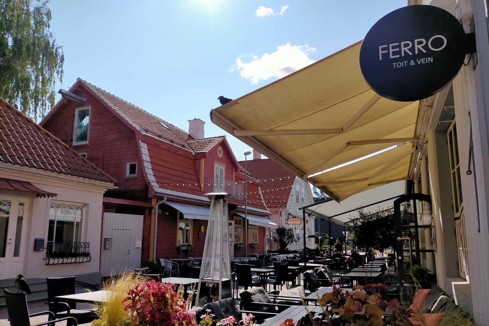 Dieses Bild hat ein leeres Alt-Attribut. Der Dateiname ist 198-Estland-Roadtrip-Paernu-Altstadt-Fussgaengerzone-1600x1067.jpg
