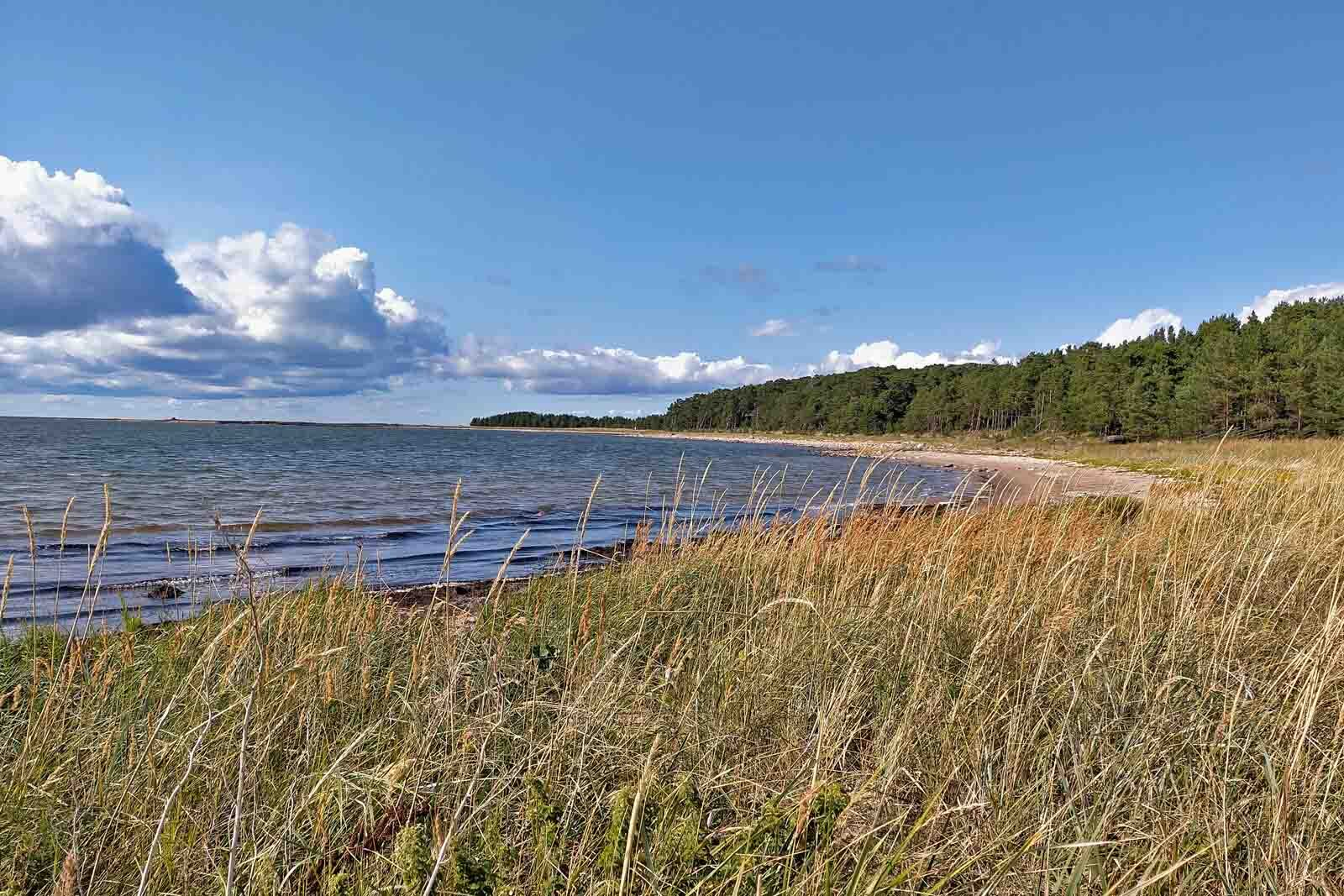 Dieses Bild hat ein leeres Alt-Attribut. Der Dateiname ist 204-Estland-Roadtrip-Strand-1600x1067.jpg
