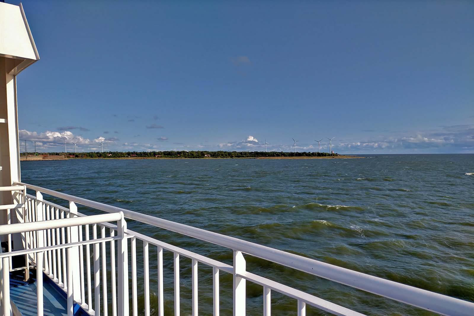 Dieses Bild hat ein leeres Alt-Attribut. Der Dateiname ist 205-Estland-Roadtrip-Faehre-Saaremaa-1600x1067.jpg