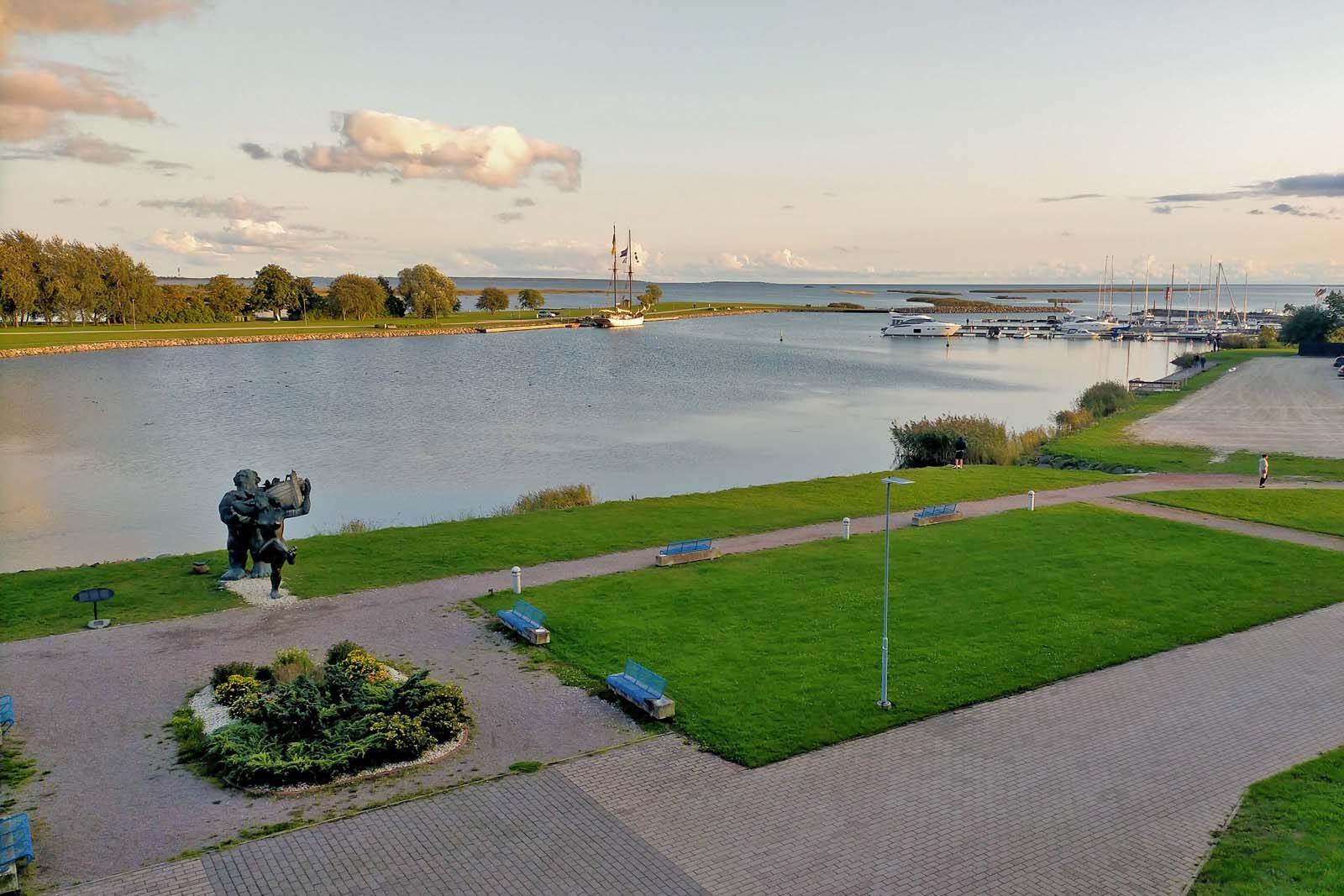Dieses Bild hat ein leeres Alt-Attribut. Der Dateiname ist 206-Estland-Roadtrip-Saaremaa-Kuressaare-1600x1067.jpg
